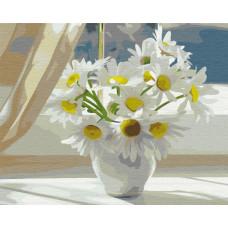 BS22637 Ромашки в білій вазі на вікні. Brushme. Картина за номерами