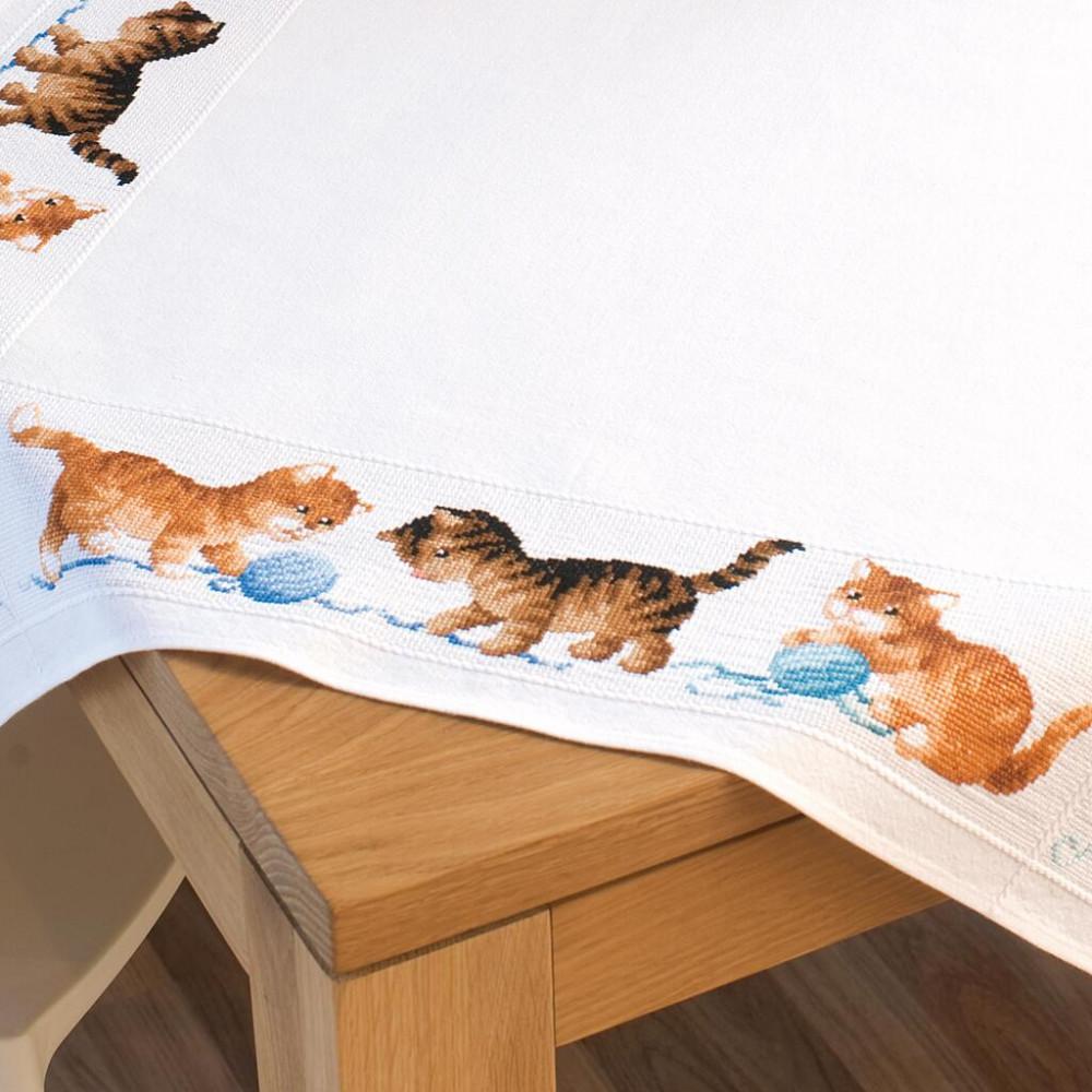 PN-0145097 Aida tablecloth kit playful kittens (Грайливі кіт). Скатертина. Vervaco. Набір для вишивання нитками